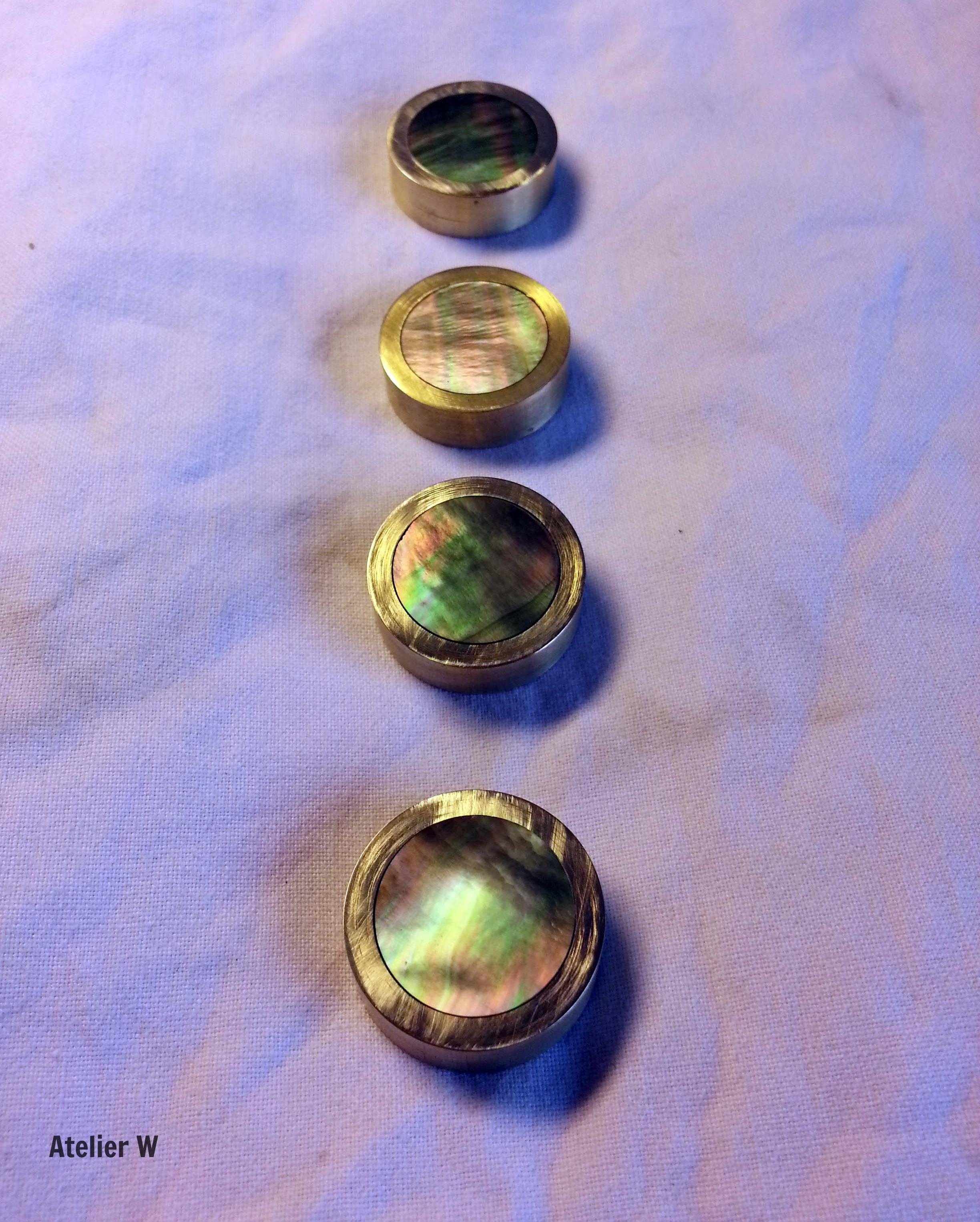 Work in progress: boutons de pistons sur-mesure