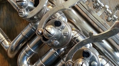 Restauration trompette à palettes argentée